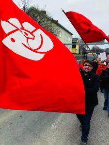 1 Maj, Arbetarrörelsens dag är ett firande som går helt i rött. 1 Maj, Arbetarrörelsens dag är ett firande som går i rött.